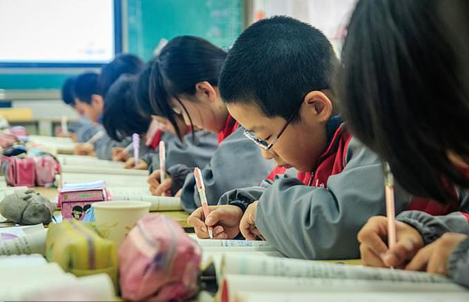Học sinh tiểu học Trung Quốc bắt đầu vào năm học mới từ đầu tháng 9. Ảnh: Jianbing Lee.
