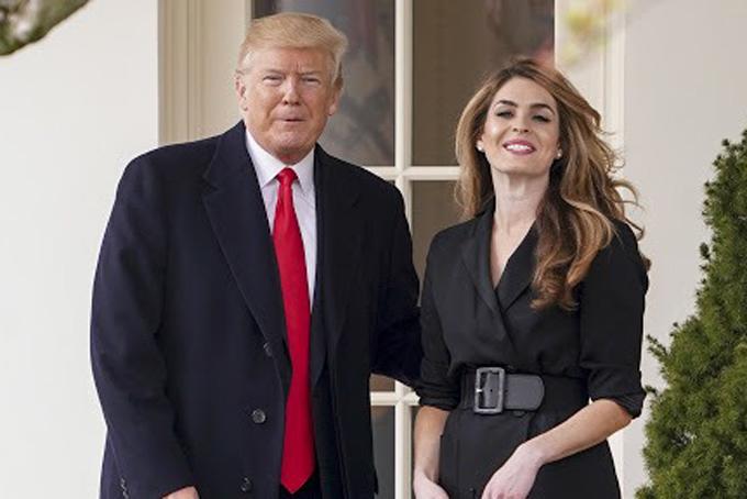 Ông Trump và nữ cố vấn Hope Hicks trong một lần xuất hiện bên ngoài Nhà Trắng. Ảnh: CNBC.