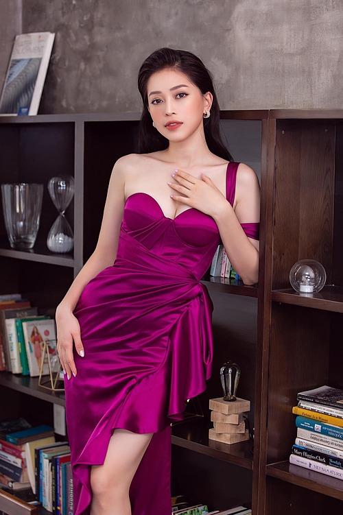 Á hậu Phương Nga cho biết gần đây thường chuộng trang phục màu tím.