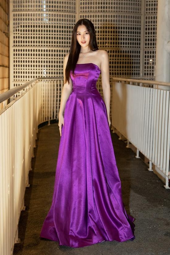 Á hậu Tường San ngọt ngào như nàng công chúa.