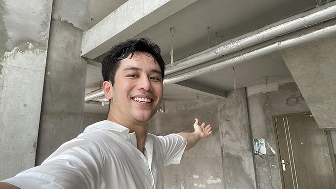 Dinology (Đặng Anh Vũ hoặc Dino Vũ) là một trong những food vlogger được yêu thích tại Việt Nam, có kênh youtube với hơn 360.000 người đăng ký. Cách đây 3 tháng, ở tuổi 28, Dino đã tậu được căn penthouse thông tầng ở tầng 23, 24 của một toà nhà tại TP HCM.