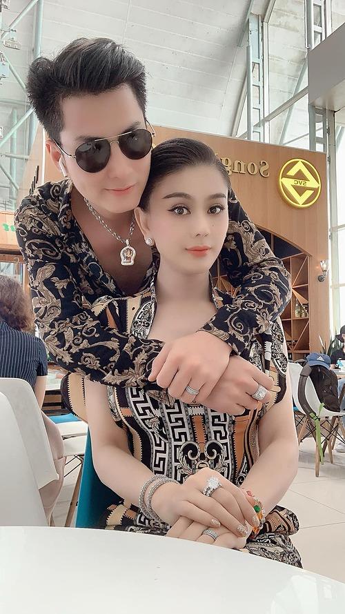 Trời sinh một cặp, người đẹp chuyển giới Lâm Khánh Chi bình luận về bức ảnh hạnh phúc bên ông xã.