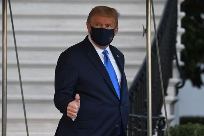 Ông Trump lên trực thăng tới bệnh viện Walter Reed tối 2/10. Ảnh: AFP.