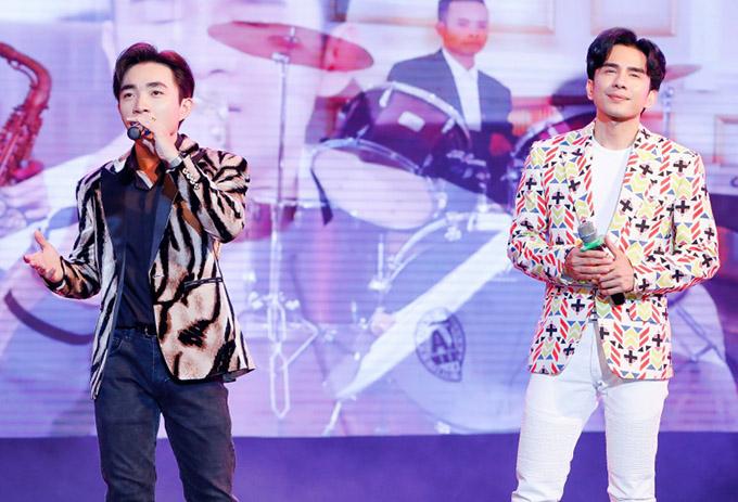 Đan Trường có tiết mục song ca cùng học trò Trung Quang. Ở tuổi ngoài 40, anh Bo được nhiều người ngưỡng mộ vì vẫn giữ được ngoại hình trẻ trung, phong độ.