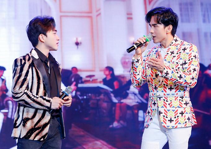 Hai ca sĩ hoà giọng hát chung ca khúc Khi đã yêu.