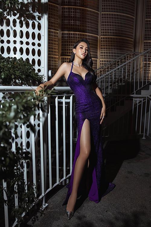 Hoa hậu Tiểu Vy diện váy ôm sát tôn vẻ đẹp hình thể khi dự sự kiện.