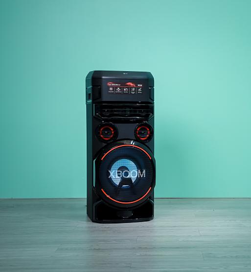 Tính đa dụng của Xboom thích hợp dành cho các bữa tiệc và riêng cá nhân để luyện karaoke, DJ, guitar...
