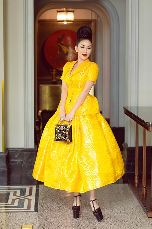 Fashionista Hằng Châu.