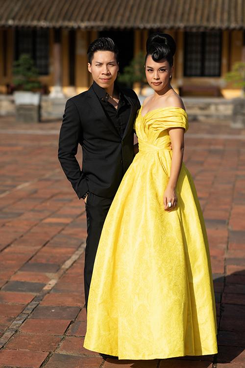 Vợ chồng nghệ sĩ Quốc Nghiệp - ca sĩ Ngọc Mai.