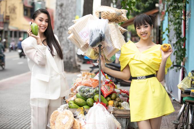 Thúy An và Tiểu Vy vừa có lịch trình công tác ở Huế để tham dự sự kiện thời trang cũng nhiều sao Việt. Bên cạnh việc tham quan các di tích ở cố đô như đại nội, lăng tẩm... hai cô nàng bạn thân còn rủ nhau khám phá ẩm thực đường phố ở xứ Huế mộng mơ.