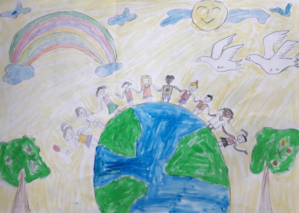 Bé Trang Thư vẽ bức tranh thể hiện ước mơ thế giới hòa bình. Mọi người cùng nắm tay nhau vượt qua khó khăn do ảnh hưởng của dịch bệnh. Cô bé 6 tuổi còn mong mọi người cùng nhau gìn giữ cho trái đất luôn xanh, không còn chiến tranh và nạn phân biệt màu da.