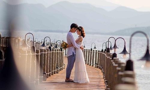 Hàng trăm cặp đôi dự 'Triển lãm cưới tối giản Almaz 2020'