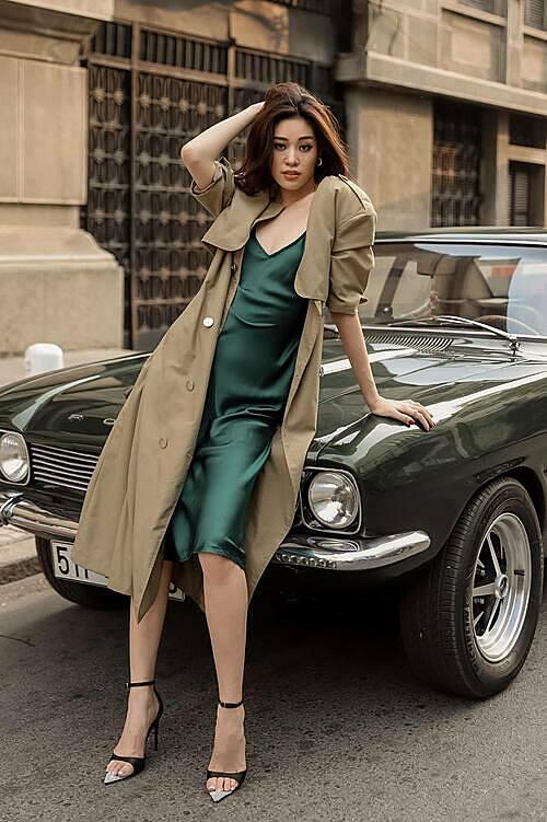 Hoa hậu Khánh Vân hỏi fan cô trông dịu dàng hay gai góc?