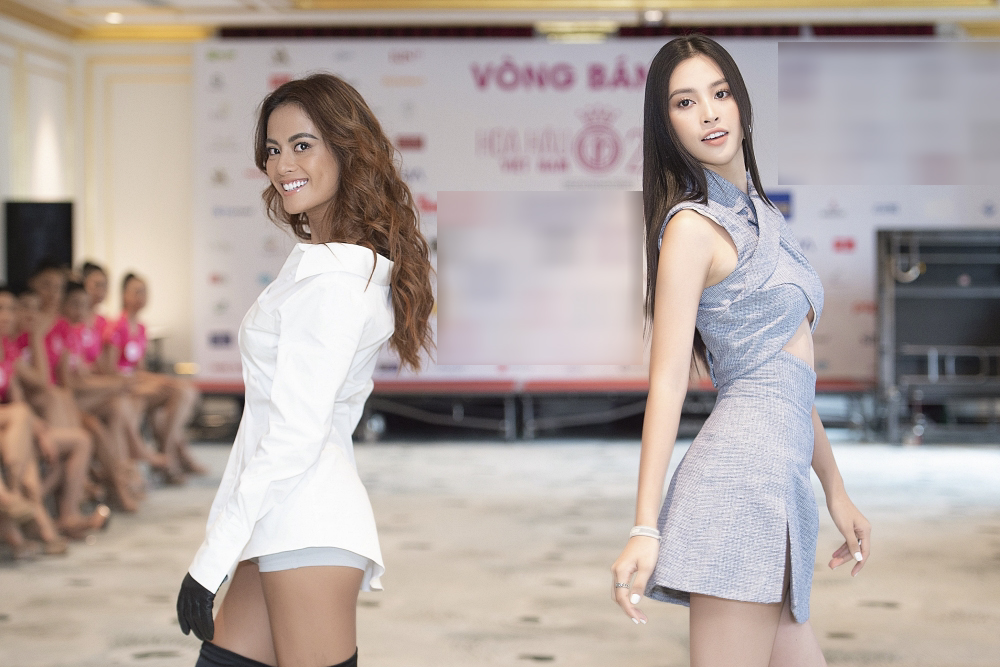 Họ tận tình hướng dẫn kiểu trình diễn, tạo dáng phù hợp cho các vòng thi: áo dài, bikini, dạ hội.