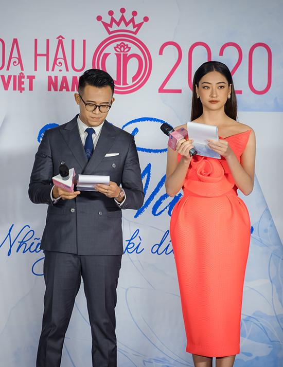 Cô cùng MC Đức Bảo đảm nhận vai trò dẫn dắt chương trình.