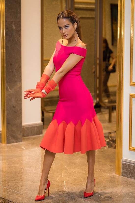 Siêu mẫu Như Vân là người chỉ đạo catwalk của chương trình.
