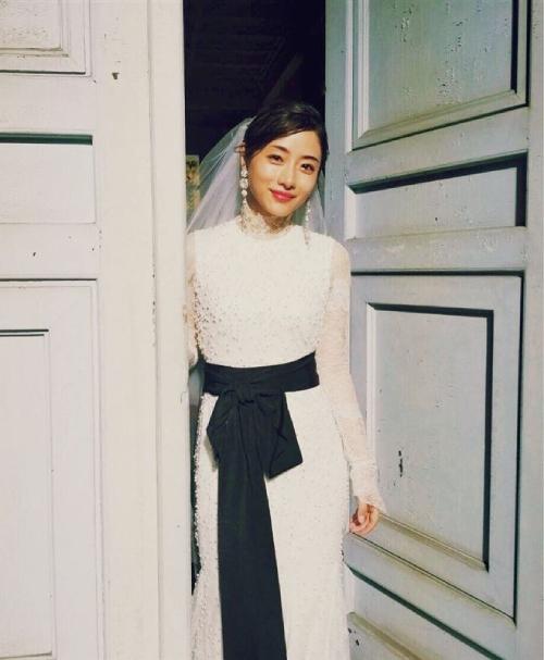 Satomi Ishihara lên xe hoa ở tuổi