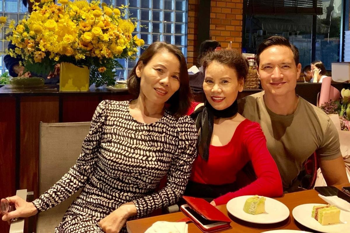 Kim Lý có mối quan hệ thân thiết và được lòng mẹ bạn gái.