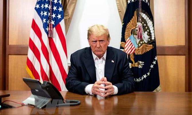 Tổng thống Mỹ Donald Trump tại Trung tâm Quân y quốc gia Walter Reed ở Bethesda, Maryland ngày 4/10/2020. Ảnh: AP.