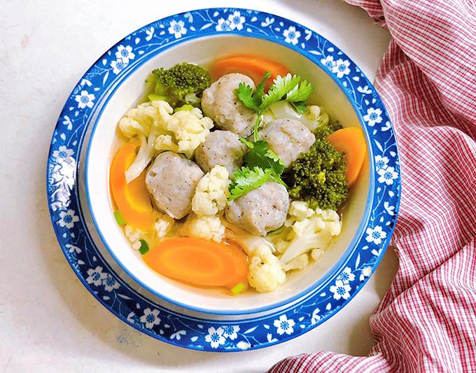 Canh cá thác lác nấu bông cải