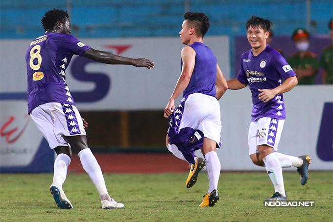 Đến phút 86, Quang Hải ấn định chiến thắng 2-0 cho CLB Hà Nội.