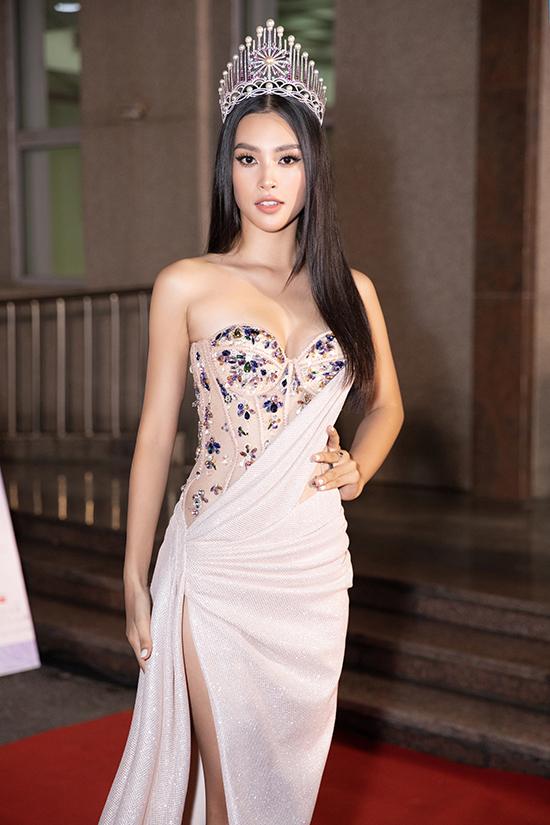 Tiểu Vy bán kết Hoa hậu Việt Nam 2020 tối 10-10