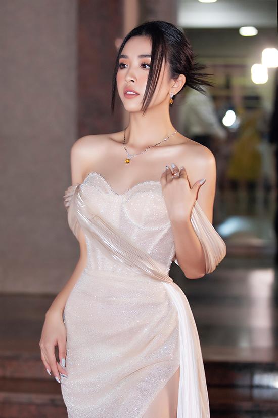 Thúy An bán kết Hoa hậu Việt Nam 2020 tối 10-10