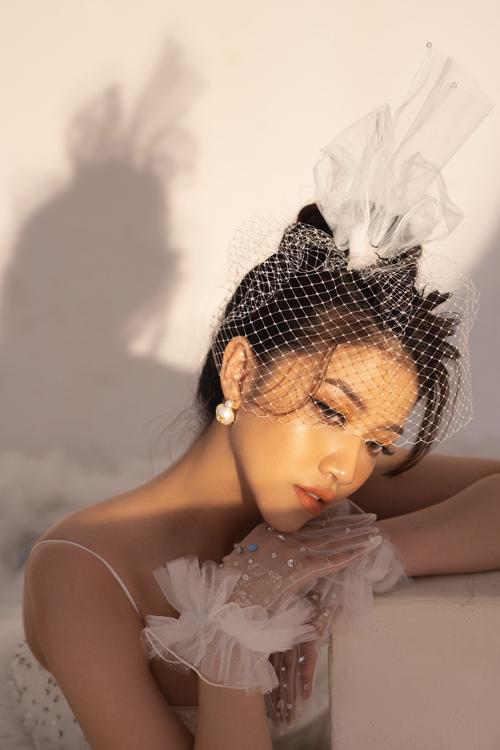 Bộ ảnh được thực hiện bởi người mẫu: Hiền Đoan, photo: Nin Trần, makeup - trang phục: Thịnh Nguyễn Bridal, làm tóc: Huyền Trang.