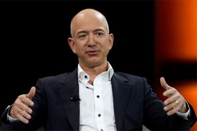 Người giàu nhất Mỹ Jeff Bezos, nhà sáng lập kiêm CEO Amazon. Ảnh: BI.