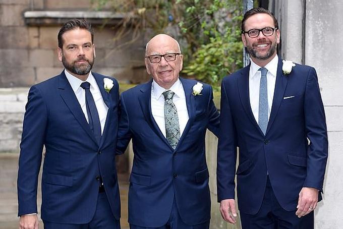 Lachlan, Rupert và James Murdoch (từ trái sang) trong đám cưới lần thứ tư của ông trùm truyền thông năm 2016. Ảnh: AFP.