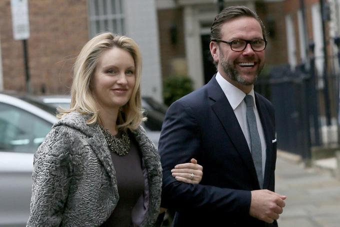 James Murdoch và vợ Kathryn luôn có quan điểm bất đồng với gia đình Murdoch. Ảnh: AP.