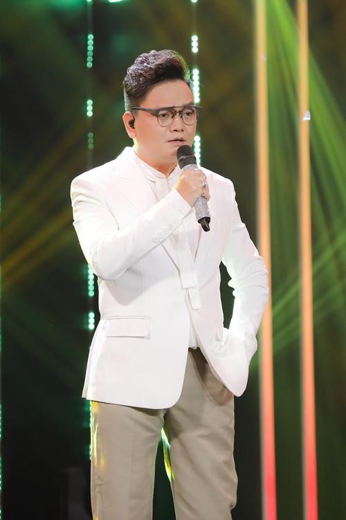 Nhạc sĩ - diễn viên - nhà sản xuất phim Trịnh Tú Trung đóng thế cho ca sĩ Xuân Trường.