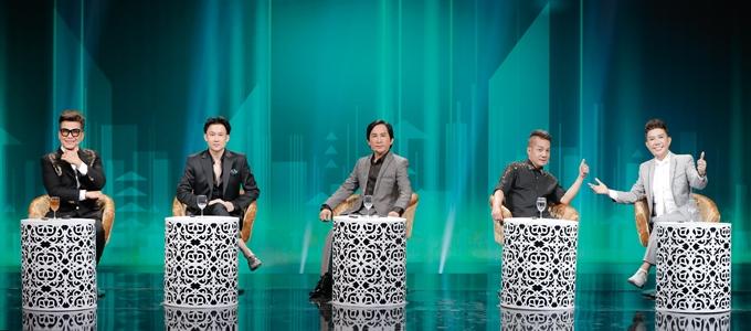 Dàn khách mời đặc biệt của chương trình (từ trái sang): MC Thanh Bạch, ca sĩ Dương Triệu Vũ, NSƯT Kim Tử Long, nghệ sĩ Minh Nhí, ca sĩ Long Nhật.