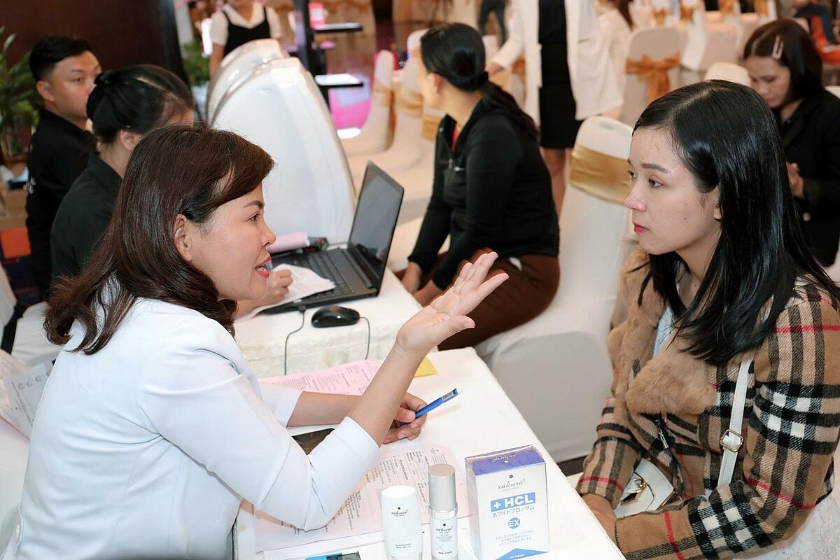 Tiến sĩ, bác sĩ Đào Hoàng Thiên Kim - cố vấn chuyên môn Sakura soi khám da và tư vấn cho phái đẹp Buôn Mê.