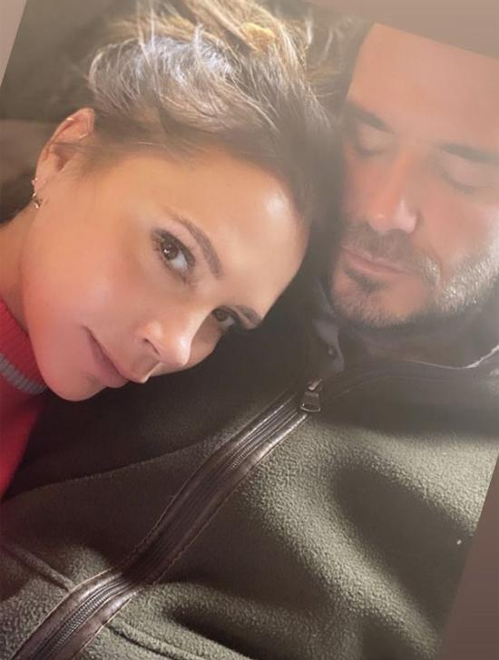 Vợ chồng Becks tình tứ bên nhau ngày cuối tuần. Ảnh: Instagram.