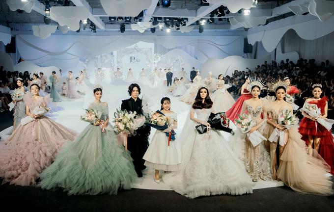 Hôm 4/10 Phạm Đăng Anh Thư có show diễn riêng hoành tráng với sự tham gia của nhiều hoa hậu, người mẫu nổi tiếng như Lan Khuê, Hoàng Thùy và cả đồng nghiệp Lý Quí Khánh.