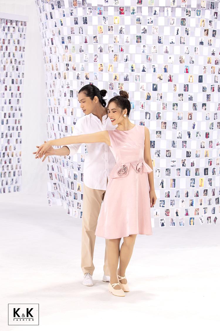 Khi tình yêu đến, trong ngày hẹn hò đầu tiên, cô ghi điểm với váy hồng xinh xắn. Để ghi dấu khoảnh khắc này, nhà mốt giới thiệu đầm xòe sát nách eo đính hoa (mã HL13-34) giá 610.000 đồng.