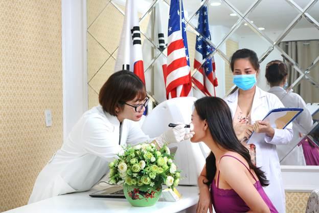 Soi khám da để đưa ra phác đồ điều trị hiệu quả