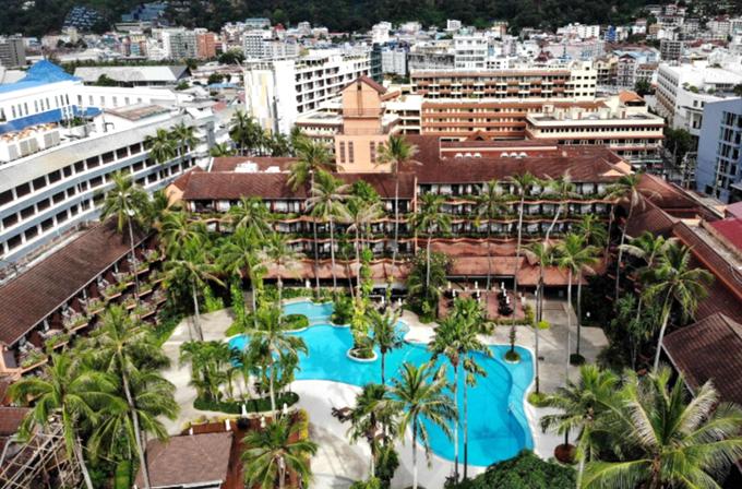 Ngay cả các khách sạn cao cấp, view đẹp, sát bãi biển Patong cũng trong tình trạng đóng cửa, sa thải nhân công.