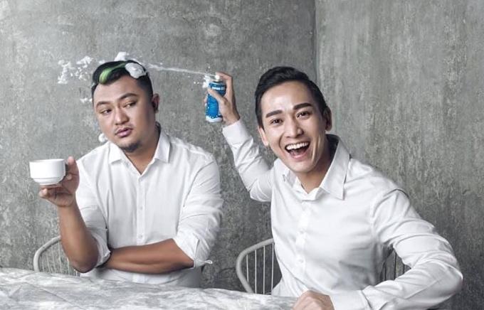 Bức ảnh chụp chung được diễn viên Hứa Vĩ Văn (phải) chia sẻ vào dịp sinh nhật đạo diễn Phan Gia Nhật Linh.