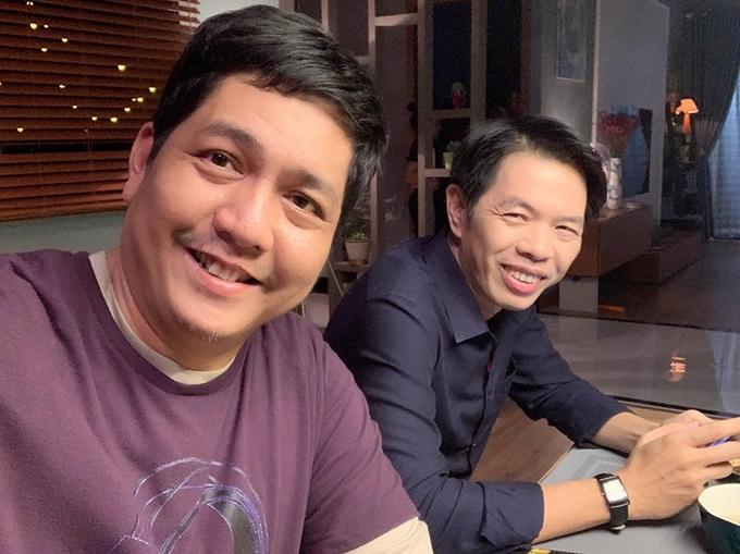 Hai nghệ sĩ Đức Thịnh (trái) và Thái Hòa ở hậu trường phim Tiệc trăng máu.