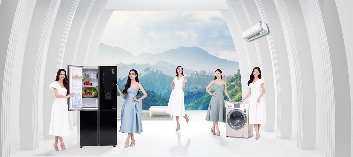 Các thí sinh Hoa hậu Việt Nam 2020 đọ dáng cùng sản phẩm nhà tài trợ.