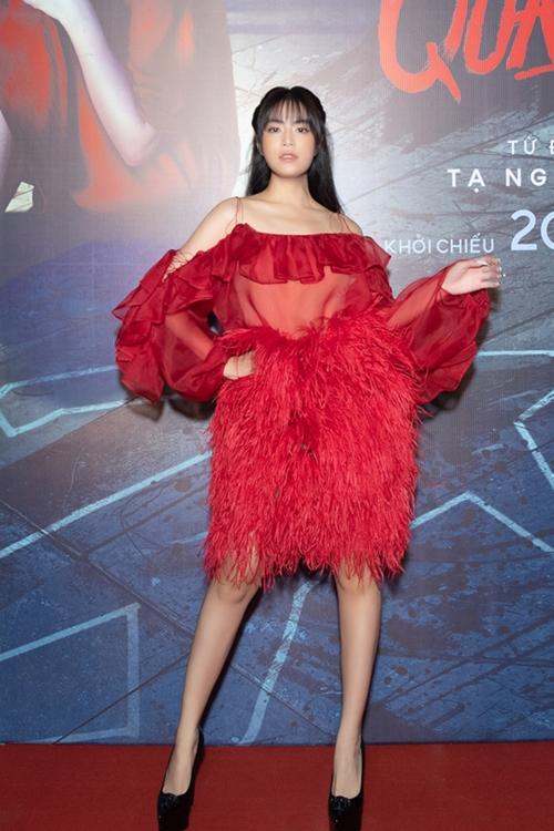 Hoàng Thùy Linh dự họp báo sáng 14/10.
