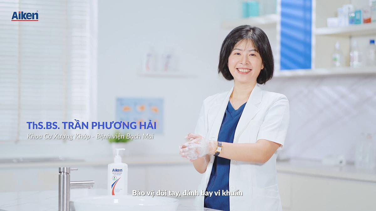 Thạc sĩ, bác sĩ Trần Phương Hải, Bệnh viện Bạch Mai.  Nguồn ảnh: MV Bảo vệ đôi tay, đánh bay vi khuẩn – Aiken Vietnam