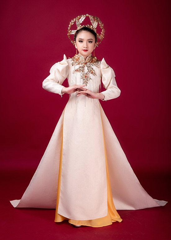 Diễm Quỳnh được nhiều người biết đến và yêu mến vì có vẻ ngoài giống hoa hậu Hương Giang. Nhóc tỳ hiện sống ở Đà Lạt nhưng thỉnh thoảng được mẹ cho xuống Sài Gòn biểu diễn thời trang, làm mẫu ảnh vào cuối tuần.