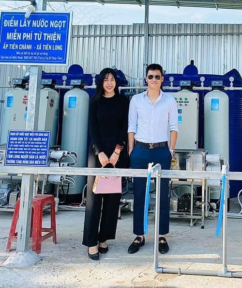 Ở mùa hè năm nay, Thuỷ Tiên còn gây được ấn tượng tốt khi là nghệ sĩ đầu tiên kêu gọi gây quỹ để mua máy lọc nước tặng bà con miền Tây khắc phục hạn mặn.