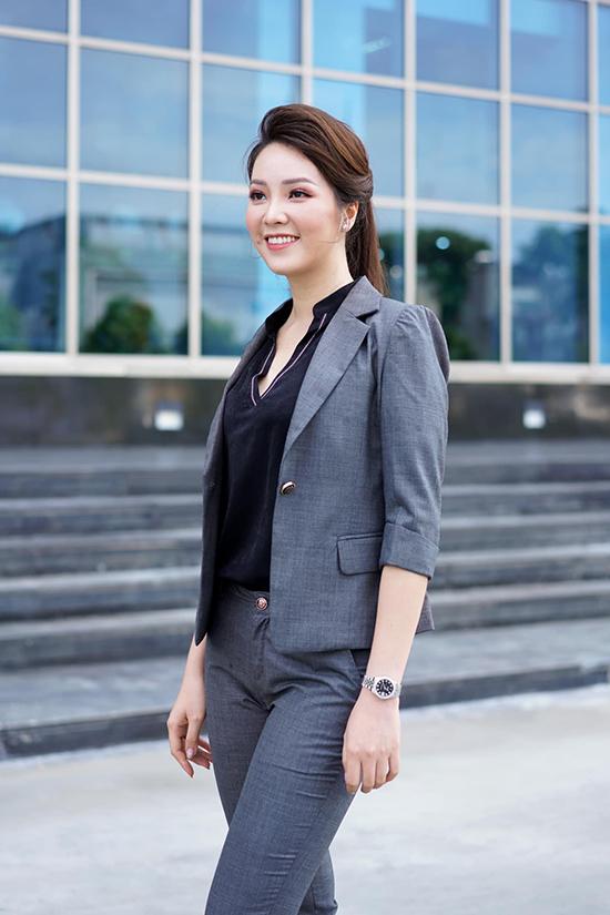 Công việc chính là MC truyền hình, thường xuyên xuất hiện ở các chương trình chính luận nên Thụy Vân thường chọn trang phục kín đáo, thanh lịch mỗi khi đi làm hoặc lên hình.