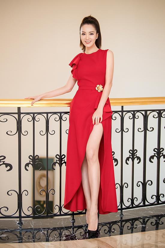 Tại buổi sơ khảo phía Bắc của cuộc thi Hoa hậu Việt Nam 2020, Thụy Vân nổi bật với bộ váy xẻ đùi nữ tính. Cô là một trong những giám khảo của sân chơi nhan sắc này.