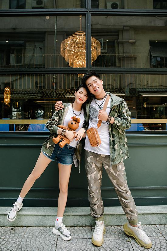 Minh Trang hiện được chú ý với vai chính trong phim Chọc tức vợ yêu và trước đó là phim Mátxcơva mùa thay lá. Trong khi đó, Kha Vũ là chàng sinh viên trường Sân khấu - Điện ảnh thường xuyên xuất hiện với vai trò mẫu ảnh.
