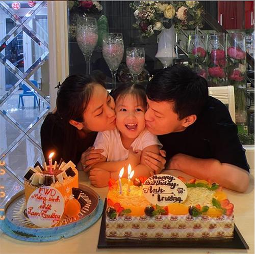 Lam Trường đón tuổi 46 bên vợ con.